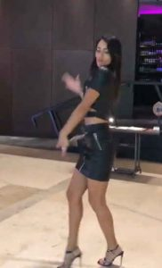 Skillfully dance in the hotellobby